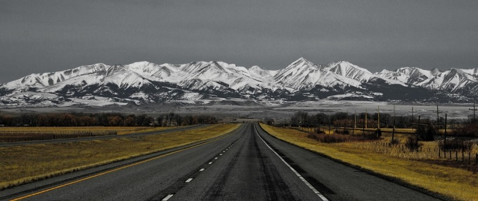 epic-picture-of-the-montana-highway-in-the-usa